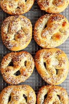 Przepis na Baking Bootcamp: Sourdough Everything Pretzels