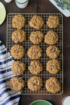 Przepis na Classic Chewy Oatmeal Chocolate Chunk and Ginger Cookies