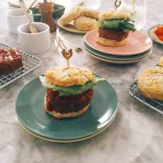 Przepis na Turkey Meatloaf Sliders on Cheddar Potato Biscuits