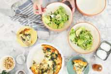 Przepis na The Bakehouse Brunch: Sweet Potato Frittata + Butter Lettuce Salad