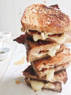 Przepis na Sticky Finger Maple Bacon Grilled Cheese