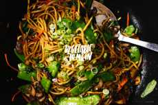 Przepis na Take Out at Home: The Real Lo Mein Recipe