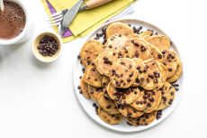 Przepis na One-Bowl Pumpkin Chocolate Chip Mini Pancakes