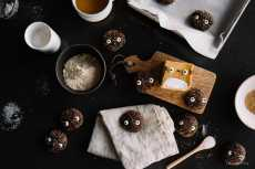 Przepis na Totoro Soot Sprite Chocolate Sparkle Cookies Recipe