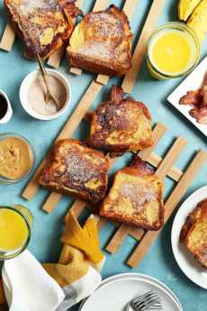 Przepis na Peanut Butter, Bacon, and Banana French Toast Sandwiches