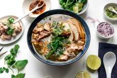 Przepis na Hue Style Spicy Turkey Vermicelli Noodle Soup Recipe