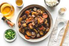 Przepis na Nikujaga: Japanese Beef Stew Recipe and a Staub giveaway