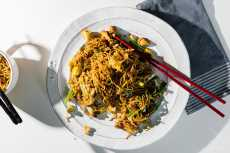 Przepis na 15 Minute Easy Chicken Chow Mein Recipe