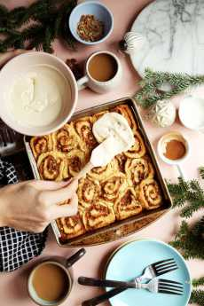 Przepis na Overnight Biscuit Cinnamon Rolls