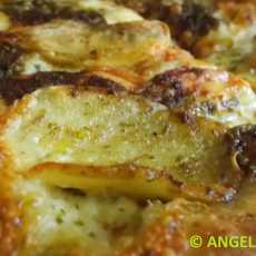 Przepis na Chrupiąca pizza z ziemniakami i pesto - Potato and Pesto Pizza - Pizza con pesto e patate